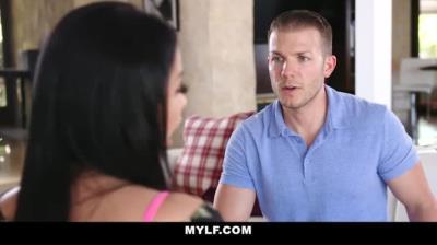 MYLF - 性感法裔熟女吸吮她的惹火后儿子