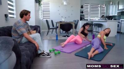 """""""老媽你是認真的嗎"""" - 做瑜珈的繼母搞上我男友然後我也跟著加入"""