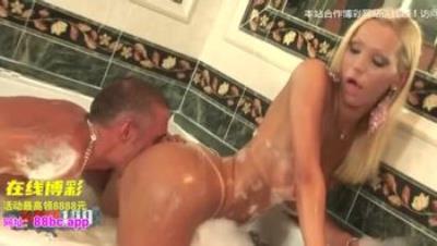 人妖-Hot couple having a bisex shemale experience