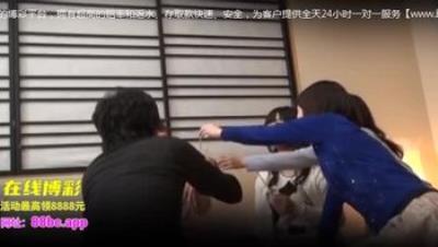 [中文字幕]在乡下的同学会成为人妻的同学玩起超色的国王游戏、让憧憬的那个人胸部与内裤看个够、而且还搞上!!SCOP-276